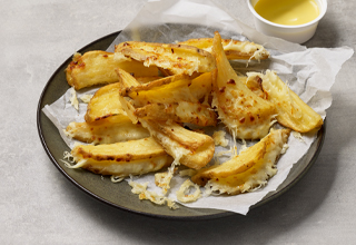 Crinkle Wedges with Six Cheeses
